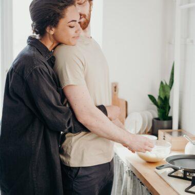 Para Młoda planuje wesele. Blog ślubny Poradnik ślubny Fokus Group